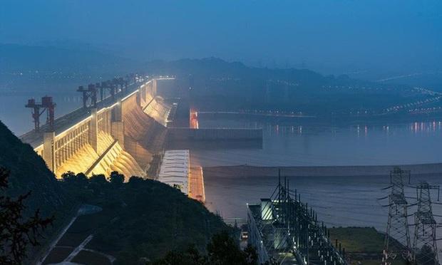 Hồ thủy điện Tam Hiệp lớn đến mức khi nó đầy nước, vòng quay Trái Đất sẽ chậm lại và thời gian một ngày dài ra - Ảnh 2.