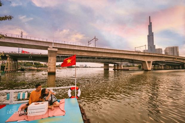 """Siêu hot quán cà phê nổi trên sông Sài Gòn, view đón hoàng hôn hay ngắm cảnh đêm đáng giá """"bạc triệu"""" nhưng chi phí thực chất lại hợp lý đến bất ngờ - Ảnh 8."""