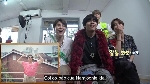 Fan đưa Jungkook đi du lịch khắp thế giới với tạo dáng khó đỡ, cả Việt Nam cũng ghé qua! - Ảnh 2.