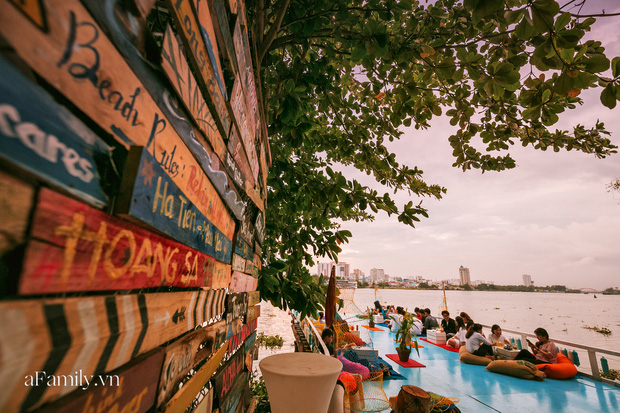 """Siêu hot quán cà phê nổi trên sông Sài Gòn, view đón hoàng hôn hay ngắm cảnh đêm đáng giá """"bạc triệu"""" nhưng chi phí thực chất lại hợp lý đến bất ngờ - Ảnh 5."""