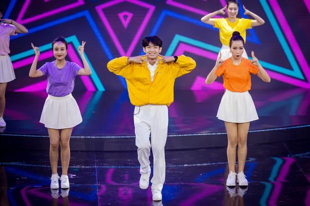 Noo Phước Thịnh được trao kỉ niệm chương, Quang Đăng biểu diễn vũ điệu rửa tay trong chương trình tri ân các chiến sĩ chống dịch COVID-19 - Ảnh 7.
