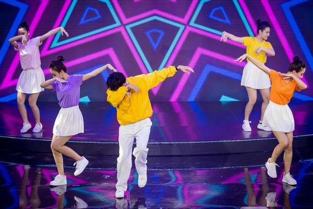 Noo Phước Thịnh được trao kỉ niệm chương, Quang Đăng biểu diễn vũ điệu rửa tay trong chương trình tri ân các chiến sĩ chống dịch COVID-19 - Ảnh 8.