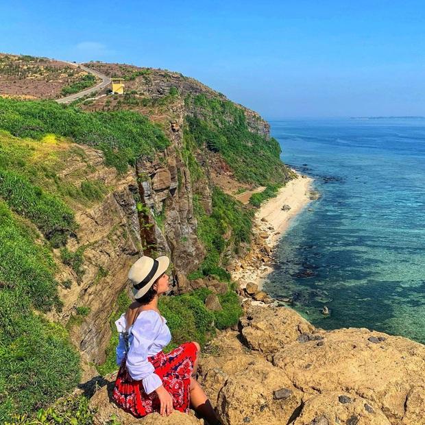 Một hòn đảo ở Việt Nam sở hữu tới 2 miệng núi lửa có tuổi đời hàng chục triệu năm, khung cảnh nhìn từ trên cao khiến nhiều người kinh ngạc - Ảnh 4.