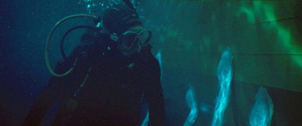 Trùng Quỷ Đại Dương: Quái vật khổng lồ ghê rợn đấy nhưng chuyện cách ly mùa dịch mới đáng quan tâm! - Ảnh 3.