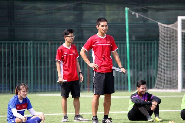 HLV Ijiri Akira: Cầu thủ nữ trẻ Việt Nam có quyết tâm và đam mê bóng đá - Ảnh 1.