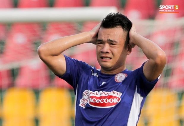Những lần cầu thủ Việt Nam gặp chuyện dở khóc dở cười, hớ nặng vì ngỡ được lên ĐTQG - Ảnh 2.