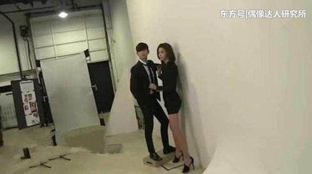 """Kim Soo Hyun 1m80 vẫn bị loạt bạn diễn nữ """"sỉ nhục"""" chiều cao tàn nhẫn: Biểu cảm nói lên tất cả, Seo Ye Ji xách dép Jeon Ji Hyun - Ảnh 11."""