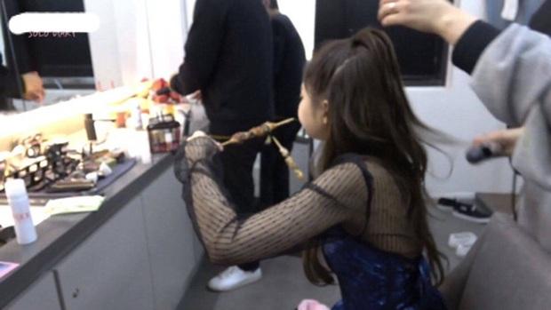 Jennie gây sốt trở lại với khoảnh khắc lộ má bánh bao phúng phính, netizen chỉ biết thốt lên: Đáng yêu quá! - Ảnh 2.