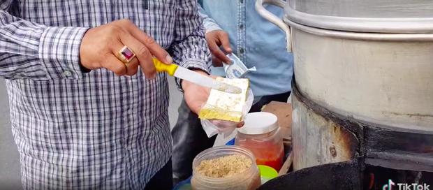 Xem TikTok mới biết nước ta có món đậu hũ hấp độc lạ đến vậy, mỗi miếng bán với giá 5k vẫn bị nhiều người chê mắc - Ảnh 5.