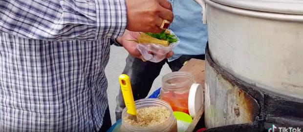 Xem TikTok mới biết nước ta có món đậu hũ hấp độc lạ đến vậy, mỗi miếng bán với giá 5k vẫn bị nhiều người chê mắc - Ảnh 7.