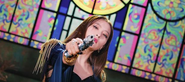 """MV của IRENE & SEULGI xuất hiện loạt chi tiết kinh dị đáng ngờ, fan đặt """"thuyết âm mưu"""" về lý do SM hoãn phát hành tới 18 tiếng - Ảnh 2."""