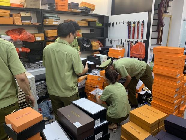 Đột kích 7 cửa hàng, tạm giữ hơn 33.000 sản phẩm có dấu hiệu giả mạo nhãn mác tại Bắc Ninh - Ảnh 2.