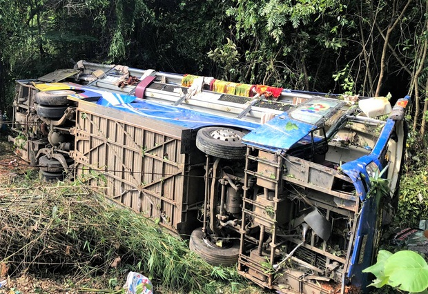 Tiết lộ bất ngờ về vụ xe khách lao xuống vực khiến nhiều người chết và bị thương ở Kon Tum - Ảnh 1.