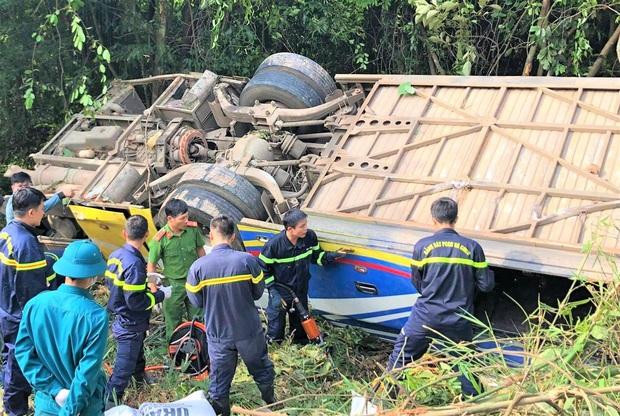 Vụ xe khách lao xuống vực khiến 6 người chết: Tai nạn xảy ra khi trời sương mù, xe vừa đổi tài xế - Ảnh 2.