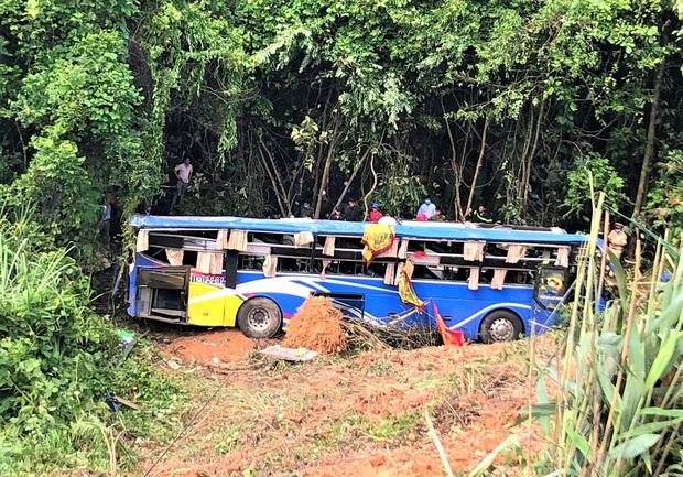 Danh tính các nạn nhân vụ xe khách lao xuống vực khiến nhiều người chết và bị thương ở Kon Tum - Ảnh 1.