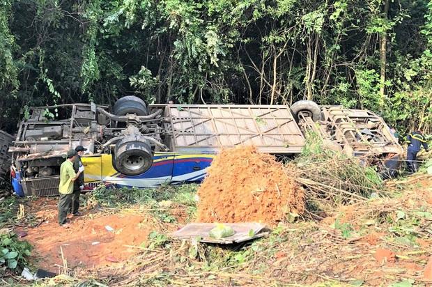 Vụ xe khách lao xuống vực khiến 6 người chết: Tai nạn xảy ra khi trời sương mù, xe vừa đổi tài xế - Ảnh 1.