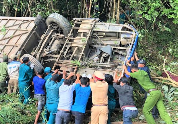 Tiết lộ bất ngờ về vụ xe khách lao xuống vực khiến nhiều người chết và bị thương ở Kon Tum - Ảnh 2.