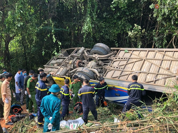 Nóng: Xe khách lao xuống vực ở Kon Tum khiến 6 người chết, hàng chục người bị thương - Ảnh 5.