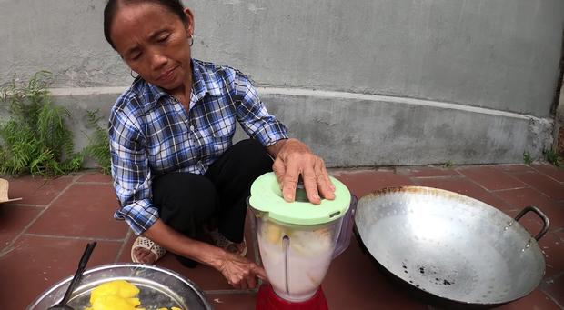 Quá khó hiểu với công thức của bà Tân Vlog: xay xoài với sữa để làm món pudding... đậu nành - Ảnh 3.