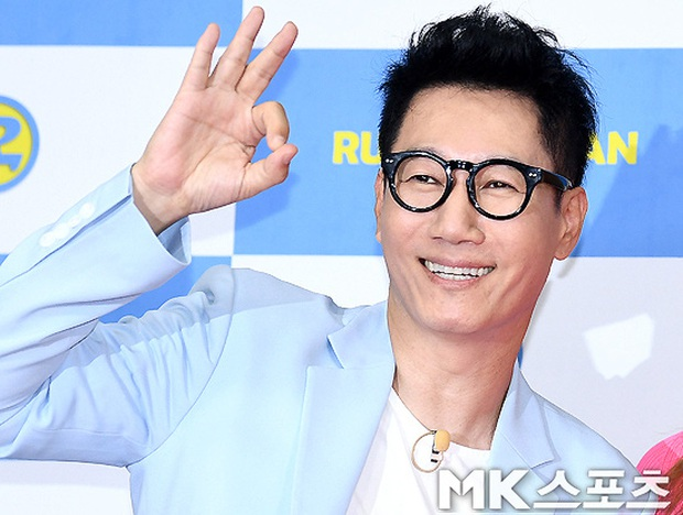Dàn cast Running Man đời đầu sau 10 năm: Lee Kwang Soo thăng hạng, Song Joong Ki ồn ào chuyện hôn nhân - Ảnh 4.