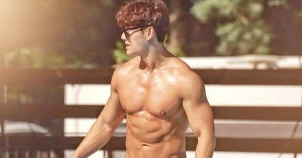 Dàn cast Running Man đời đầu sau 10 năm: Lee Kwang Soo thăng hạng, Song Joong Ki ồn ào chuyện hôn nhân - Ảnh 8.
