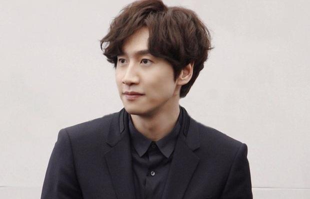 Dàn cast Running Man đời đầu sau 10 năm: Lee Kwang Soo thăng hạng, Song Joong Ki ồn ào chuyện hôn nhân - Ảnh 11.