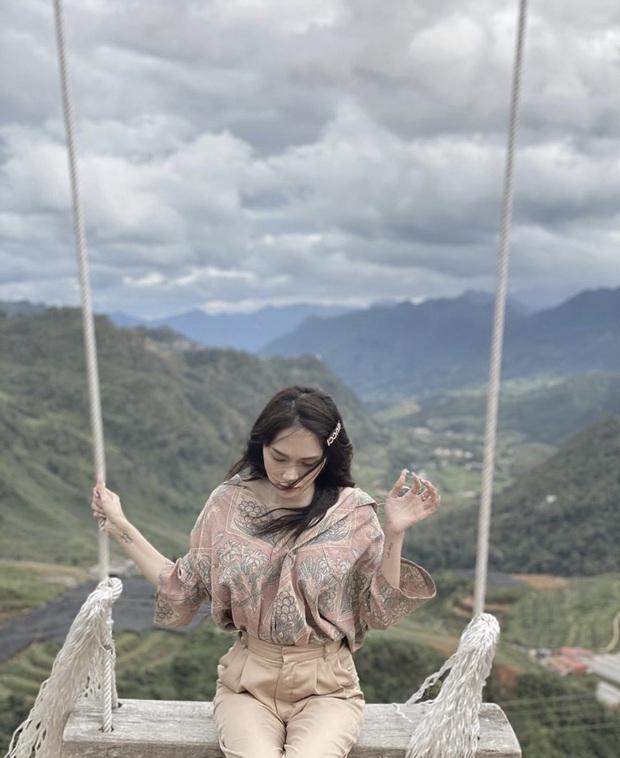 Chọn đồng phục du lịch chất như team Hương Giang: toàn bộ là áo sơ mi nam, ngay cả Hoa hậu cũng tìm cách diện cực đẹp - Ảnh 6.