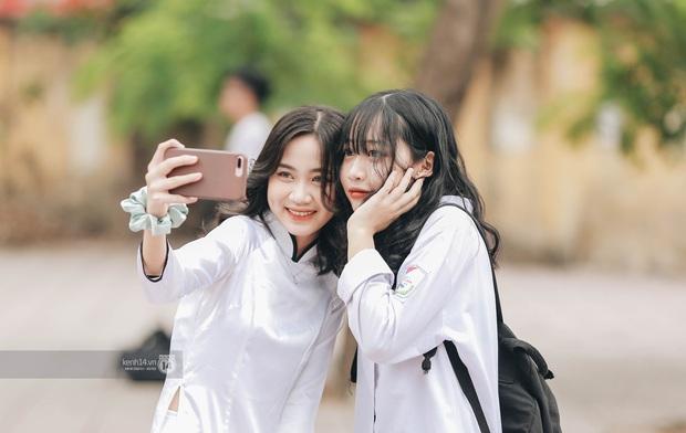 Xuất hiện ngôi trường đánh bại Phan Đình Phùng, Ams, Chu Văn An... vì dàn nữ sinh quá xuất sắc trong lễ bế giảng 2020 - Ảnh 9.