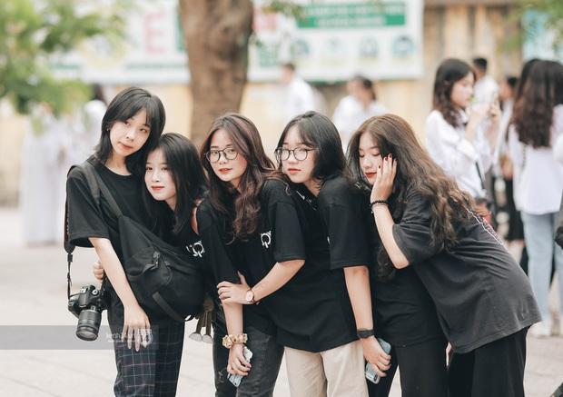 Xuất hiện ngôi trường đánh bại Phan Đình Phùng, Ams, Chu Văn An... vì dàn nữ sinh quá xuất sắc trong lễ bế giảng 2020 - Ảnh 5.