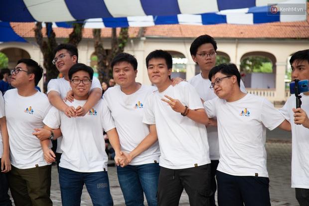 Lễ trưởng thành của ngôi trường được mệnh danh là lò đào tạo sao Việt: Chất lừ và đong đầy cảm xúc - Ảnh 7.