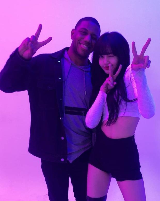 """Lisa bị tố """"chiếm dụng văn hóa"""" của người da màu trong video vũ đạo mới, nhà quay phim đứng ra minh oan nhưng liệu có thuyết phục? - Ảnh 4."""