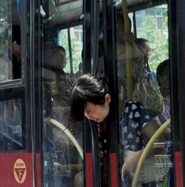 19 tình huống mắc kẹt vừa bi vừa hài: Khổ chủ thì đau đớn bốc khói trên đầu mà nhân thế không thể nhịn được cười - Ảnh 12.