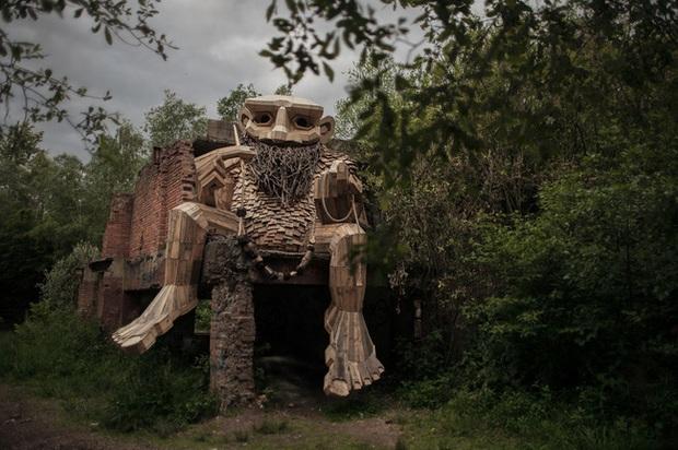 Giữa lúc khu du lịch ma quỷ ở Đà Lạt đang gây sốc vì phản cảm, cư dân mạng bất ngờ tìm được một công viên cùng concept trên thế giới nhưng lại được khen hết lời - Ảnh 7.