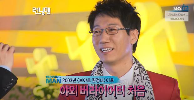 Dàn cast Running Man đời đầu sau 10 năm: Lee Kwang Soo thăng hạng, Song Joong Ki ồn ào chuyện hôn nhân - Ảnh 3.