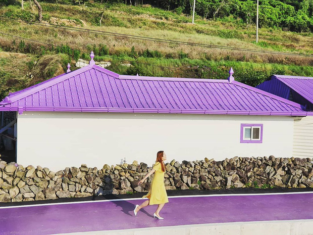 """Một hòn đảo kỳ lạ vừa xuất hiện ở Hàn Quốc đã tạo cơn bão check-in trên MXH: Tất cả mọi thứ đều nhuốm màu """"tím lịm tìm sim"""" - Ảnh 20."""