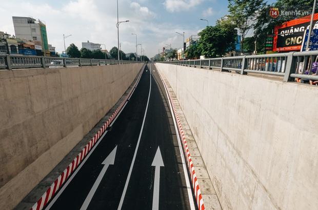 Cận cảnh hầm chui hơn 500 tỷ đồng tại điểm đen giao thông ở Sài Gòn trước ngày thông xe - Ảnh 13.