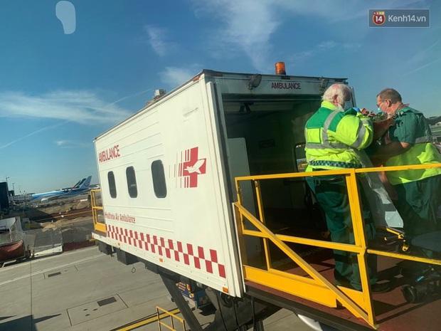 Đồng nghiệp tặng hoa chào tạm biệt phi công người Anh sau hành trình dài về quê hương - Ảnh 7.