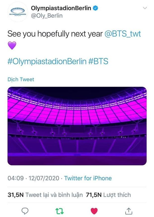 Quá buồn vì BTS không thể diễn vì dịch, SVĐ Olympic Berlin phủ kín toàn bộ các khán đài bằng màu tím đẹp lung linh - Ảnh 2.