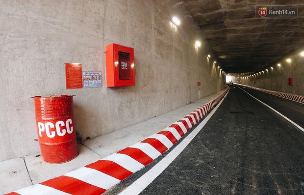 Cận cảnh hầm chui hơn 500 tỷ đồng tại điểm đen giao thông ở Sài Gòn trước ngày thông xe - Ảnh 7.