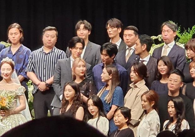 Đám cưới idol nhà SM hot nhất hôm nay: SNSD và DBSK đổ bộ, Suju - Red Velvet và cả dàn idol Gen 3 gửi video chúc mừng - Ảnh 5.