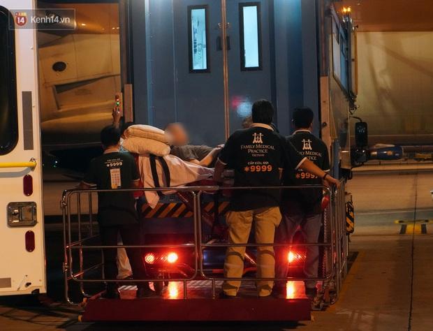 Clip, ảnh: Cận cảnh quá trình di chuyển bệnh nhân 91 trên chuyến bay từ Tân Sơn Nhất đến Nội Bài - Ảnh 13.