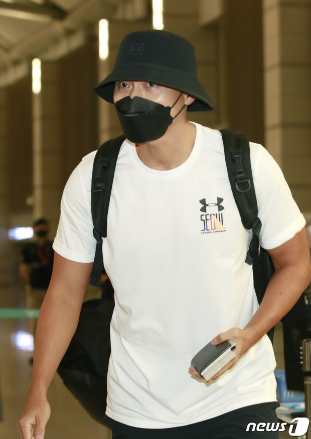 Hyun Bin lần đầu chính thức lộ diện sau tin đồn tái hợp với Song Hye Kyo, ngoại hình thay đổi rõ ràng - Ảnh 3.