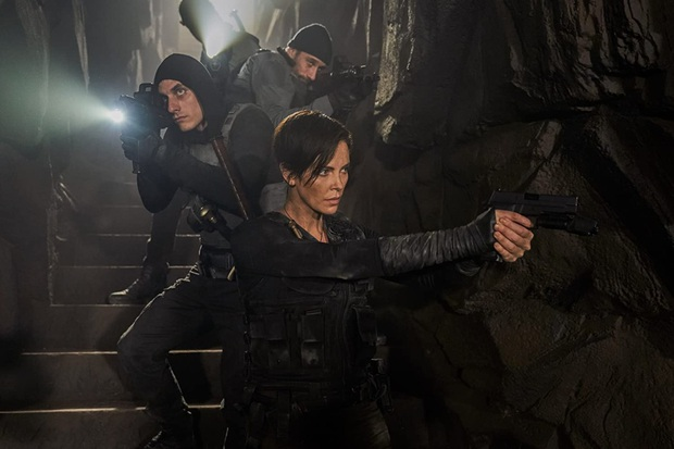 The Old Guard của Ngô Thanh Vân và Charlize Theron: Chuyện bất tử gãy gọn sâu cay nhưng vẫn lấn cấn sạn - Ảnh 3.