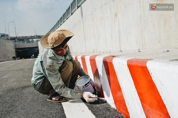 Cận cảnh hầm chui hơn 500 tỷ đồng tại điểm đen giao thông ở Sài Gòn trước ngày thông xe - Ảnh 5.