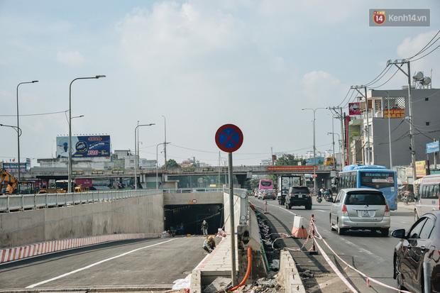 Cận cảnh hầm chui hơn 500 tỷ đồng tại điểm đen giao thông ở Sài Gòn trước ngày thông xe - Ảnh 1.