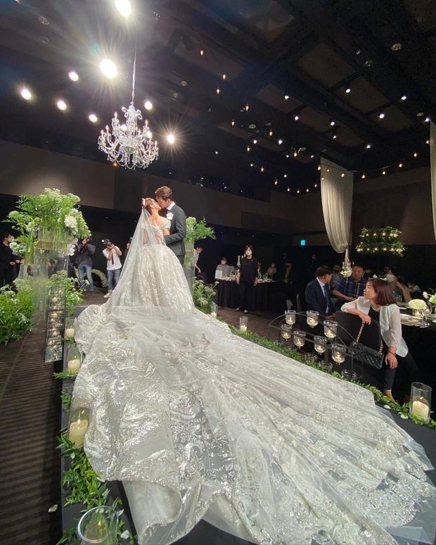 Đám cưới idol nhà SM hot nhất hôm nay: SNSD và DBSK đổ bộ, Suju - Red Velvet và cả dàn idol Gen 3 gửi video chúc mừng - Ảnh 3.