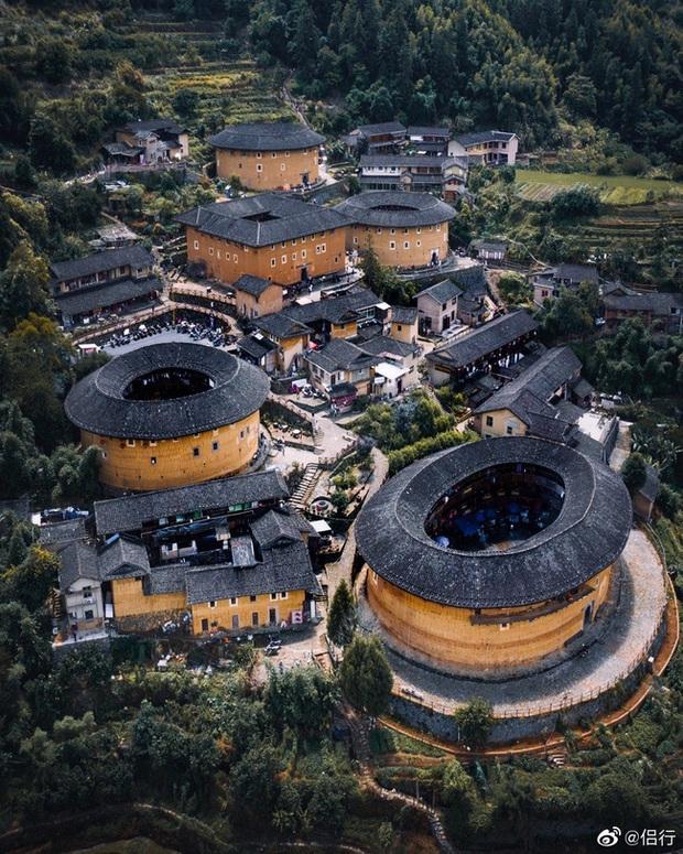 Mãn nhãn với hóa thạch sống của kiến trúc cổ Trung Hoa: Khu chung cư đất nung lớn nhất thế giới, là một kiệt tác sáng tạo của văn hóa xưa - Ảnh 1.