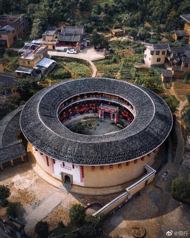 Mãn nhãn với hóa thạch sống của kiến trúc cổ Trung Hoa: Khu chung cư đất nung lớn nhất thế giới, là một kiệt tác sáng tạo của văn hóa xưa - Ảnh 2.