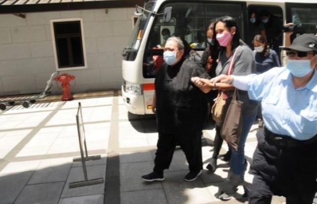Lễ 49 ngày mất của trùm sòng bạc: Bà Hai không xuất hiện, rể Harvard lộ diện cùng Đậu Kiêu, chồng Ming Xi vẫn buồn bã - Ảnh 10.