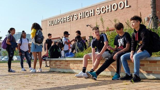 Bộ trưởng Giáo dục Mỹ tuyên bố sẽ yêu cầu các trường học mở cửa trở lại - Ảnh 1.